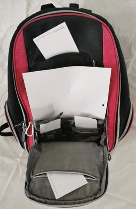 Schul- und Lehrbedarf - Rucksack mit vielen Taschen