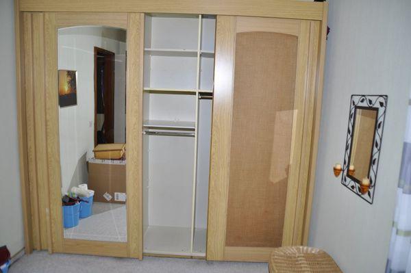 Schlafzimmerschrank mit 3 Schiebetüren und