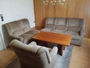 Couch mit Tisch gepflegt u