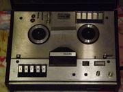 radikal gesenkt Zwei alte Tonbandgeräte
