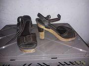 Ganz viele Schuhe an Liebhaber