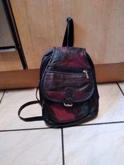 handtaschen und damenrucksack