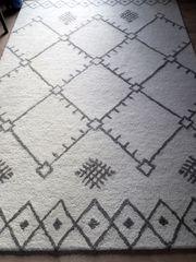 Teppich aus reiner Wolle