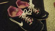 Getragene Sportschuhe Nike