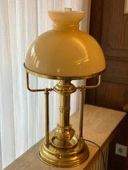 Lampe Messinglampe mit gelbem Schirm