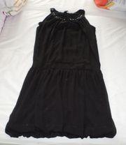 schwarzes ballonartiges Abendkleid mit schwarzen