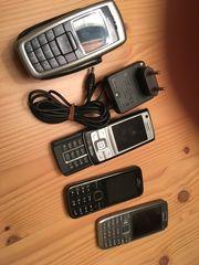 4 mal NOKIA Handys