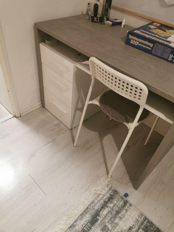 Schreibtisch 1 Jahr alt