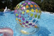 NEU aufblasbarer Wasserball Dots mit