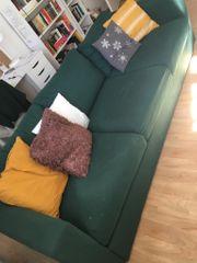Gemütliches grünes Sofa sucht neues