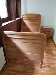 Holzbett massiv