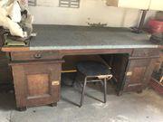 Alter antiker Schreibtisch