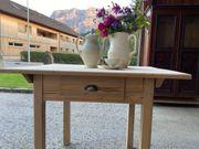 Alter abgelaugter Tisch