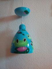 Lampe mit Froschmotiv und Seerosen