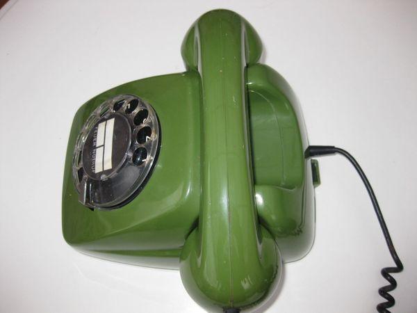 Altes Grünes Telefon mit Wahlscheibe