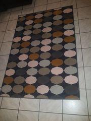 Schöner bunter Teppich IKEA