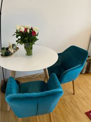 Wohnungsauflösung - Tisch und zwei Polstersessel