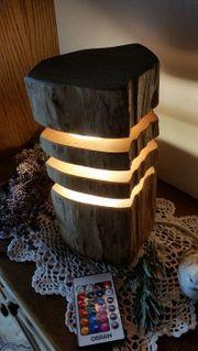 LED- Tischleuchte aus Naturholz