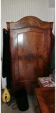 Antiker Schrank in Echtholz Kleiderschrank