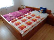 Schlafzimmer Kirschbaumholz mit 5-türigem Schrank