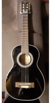 Kleine 1 2-Kinder-Gitarre TS