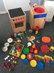 Spielküche aus Holz mit viel