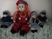 Clown und drei Püppchen