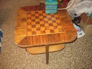 Schachbrett-Tisch