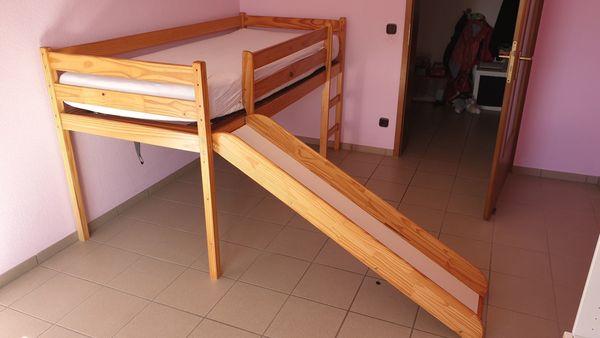 Hochbett mit Rutsche und hochwertigem