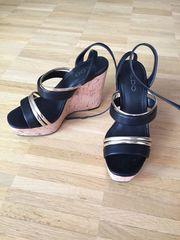 High Heels mit Keilabsatz schwarz-gold