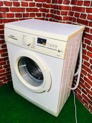 Eine schmale Waschmaschine von Siemens