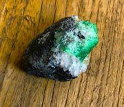 Merelani Granat Rohkristall grüner Grossular