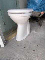 Stand-WC erhöht