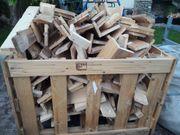 Brennholz eine grosse Kiste 1