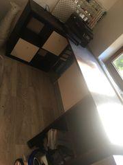 Selbstgebauter Schreibtisch mit integriertem Kallax