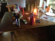 Esstisch mit zwei Stühlen zu