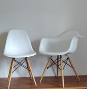 8 Designer-Stühle je 4 mit