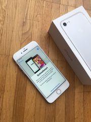 iPhone 7 32GB Silber - Neuwertig
