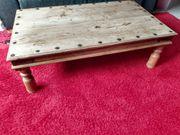 Vintage Holztisch mit Beschlägen