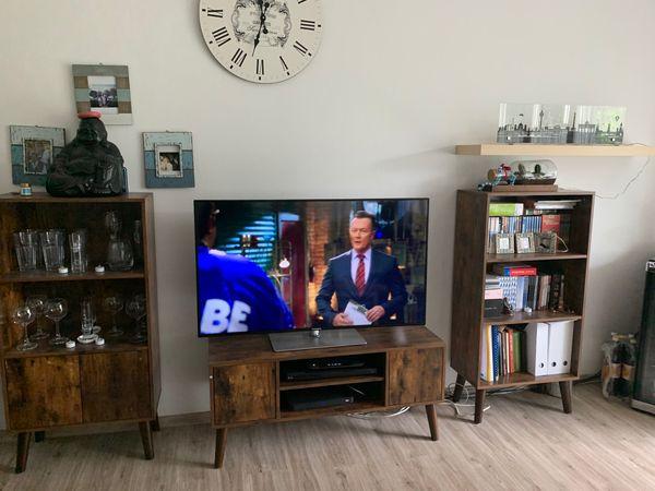 Vitrinen und fernsehboard