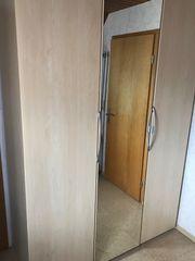 Verkaufe Schlafzimmerschrank mit zusätzlicher Ausstattung