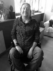 Gepflegter Rollstuhlfahrer sucht Persönliche Assistenz