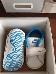 Nike Babyschühchen mit Schuhkarton