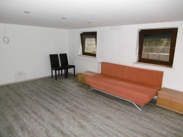 Schöne neu renovierte Souterain Wohnung
