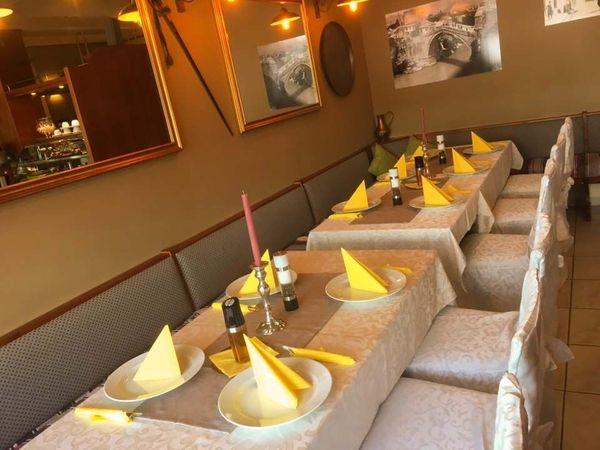 Komplette Restaurant Einrichtung mit Allem