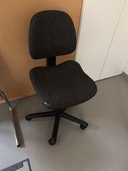 Stühle und Bürostühle gebraucht zu