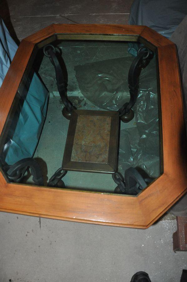 Couchtisch massive Bauweise Holz Glas