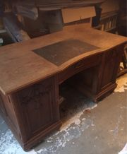 schöner antiker großer Schreibtisch aus