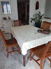 Masivholztisch ausziehbar mit 4 Stühlen