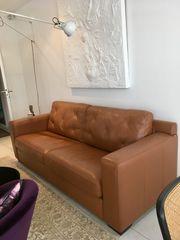 Neuwertiges Sofa in feinstem Leder